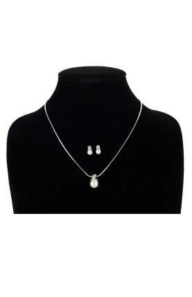 PEARL PENDANT WITH MATCHING EARRINGS SET A